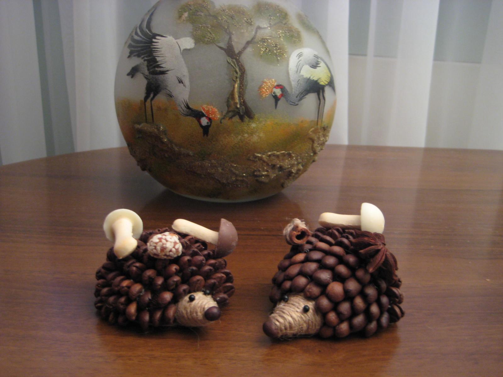 Ежики из кофейных зерен своими руками 571