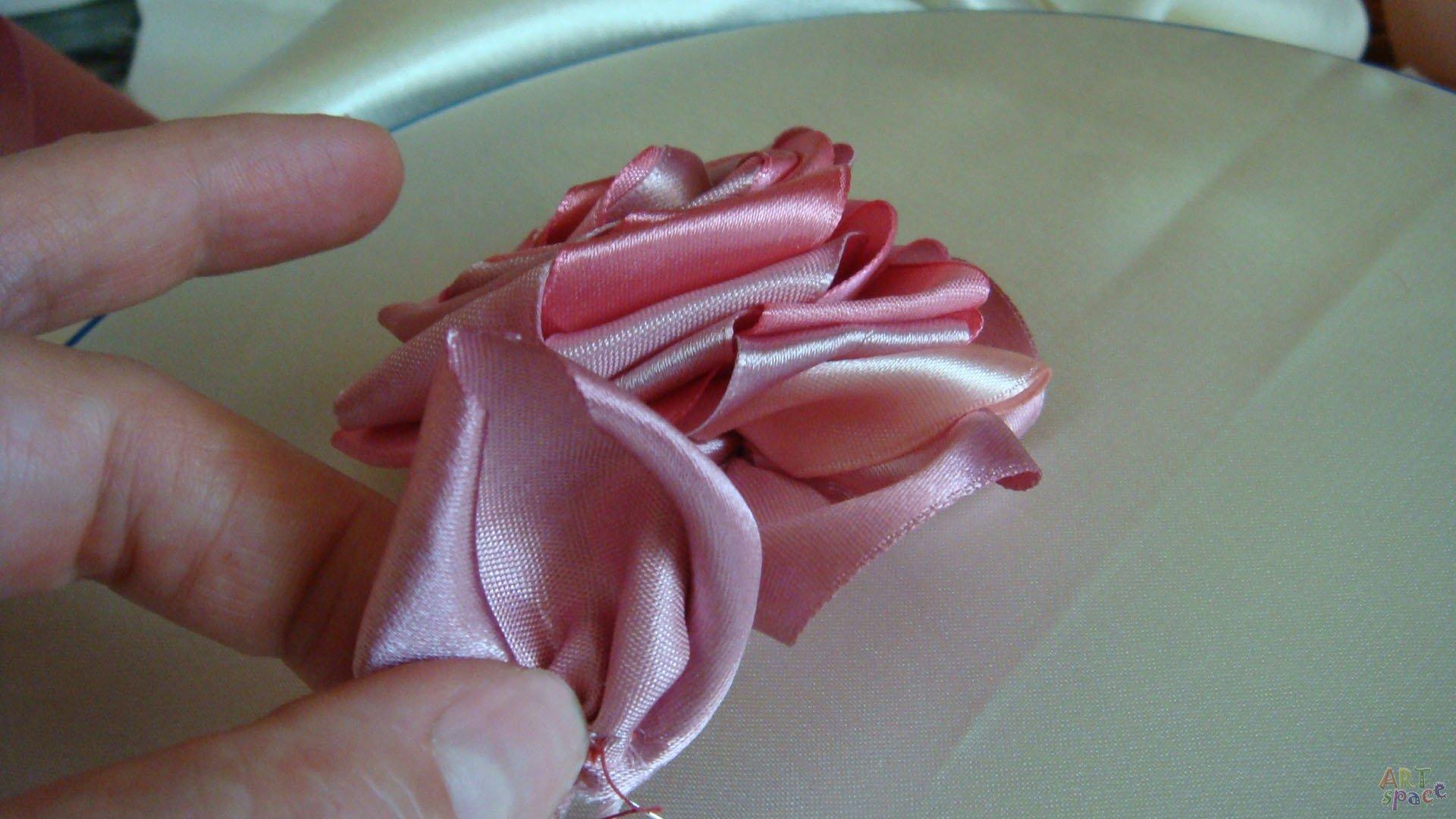 Розы сделанные своими руками из атласной ленты 104